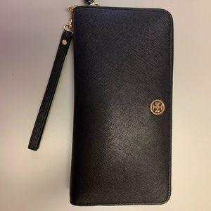 Tory Burch Robinson Passport Continental Wallet
